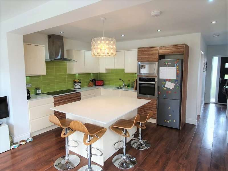 4 Bedrooms Semi Detached House for sale in Newcome Road, Shenley