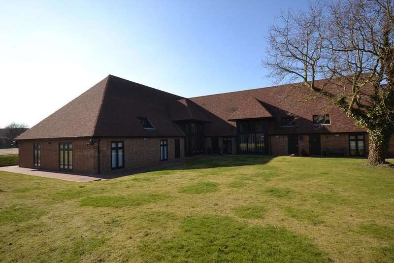 3 Bedrooms Barn Conversion Character Property for rent in Eynsford Road, Swanley, BR8
