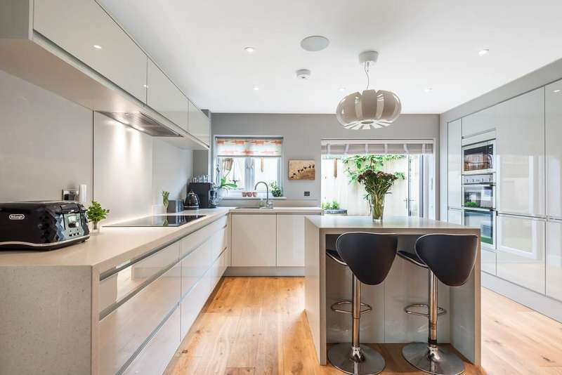 4 Bedrooms Detached House for sale in Park Road, Stroud