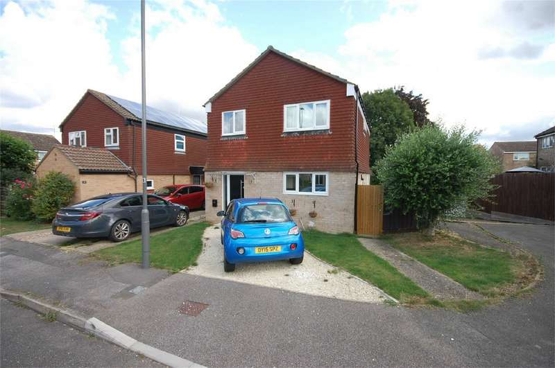 4 Bedrooms Detached House for sale in Bronte Close, Aylesbury, Buckinghamshire