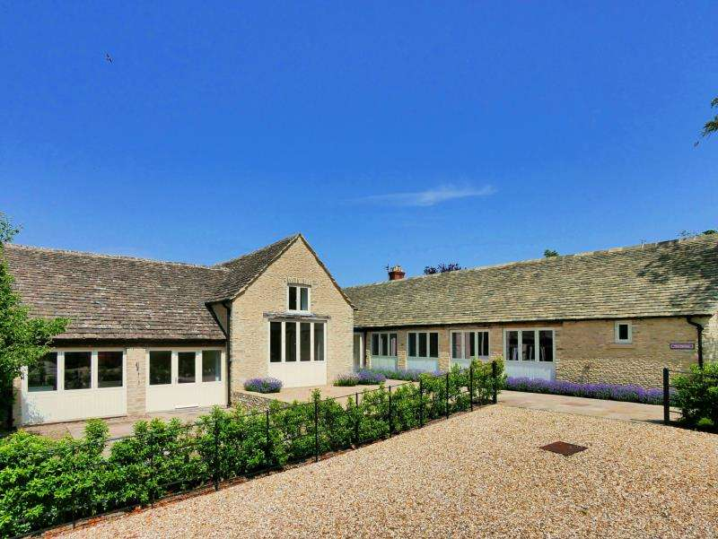 4 Bedrooms Barn Conversion Character Property for rent in Manor Farm, AMPNEY St. MARY