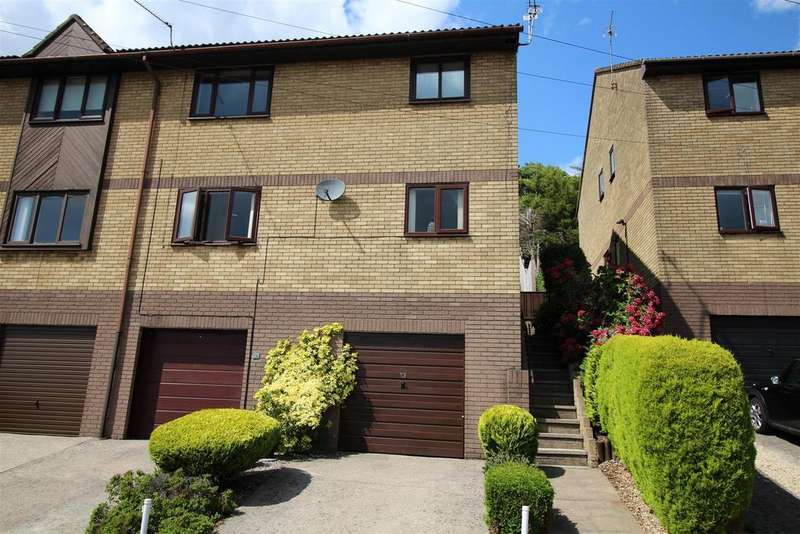 2 Bedrooms Flat for sale in Cotswold Close