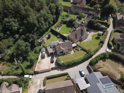 4 Bedrooms Detached House for sale in Pitt Court, North Nibley, Dursley, Gloucestershire