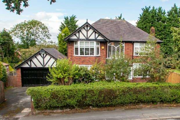 4 Bedrooms Detached House for sale in Grove Lane, Hale
