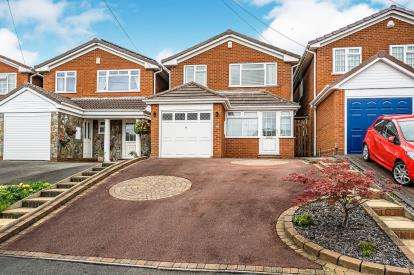 4 Bedrooms Detached House for sale in Hamilton Avenue, Abbeyfields, Halesowen, West Midalnds
