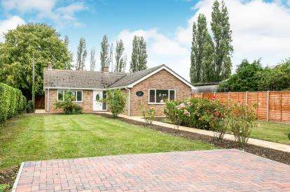 3 Bedrooms Bungalow for sale in Thorncote Green, Hatch, Sandy, Bedfordshire