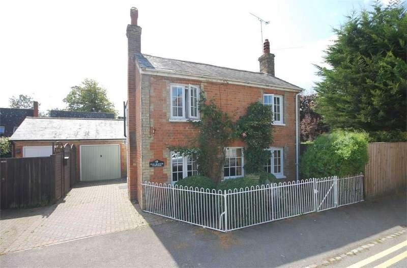 4 Bedrooms Detached House for sale in Baker Street, Waddesdon, Buckinghamshire