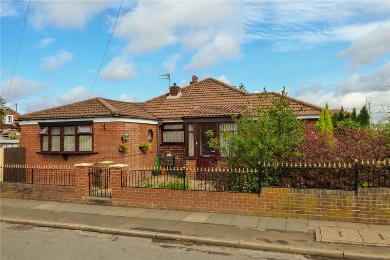 3 Bedrooms Semi Detached Bungalow for sale in Corporation Road, Denton, Greater Manchester, M34