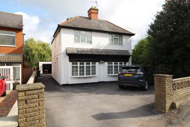 4 Bedrooms Detached House for sale in Silver How,, Leicester, Leicestershire, LE8 5TB