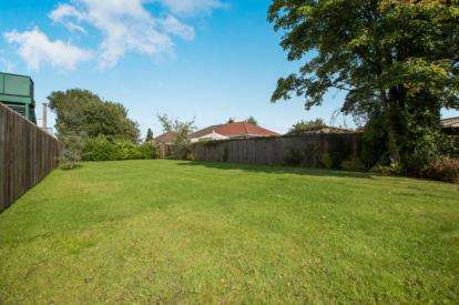 4 Bedrooms Bungalow for sale in Old School Lane, Euxton, Chorley, Lancashire