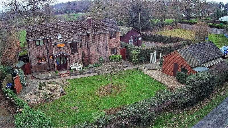 4 Bedrooms Detached House for sale in Hawridge Common, Chesham, HP5