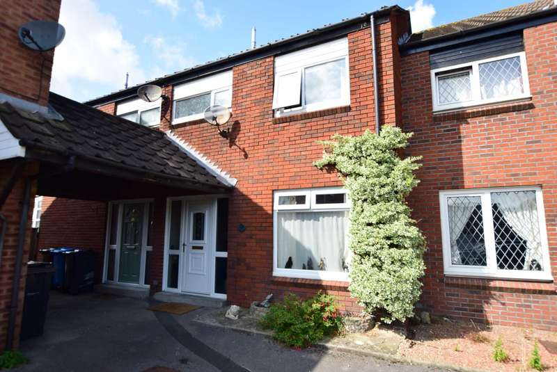 3 Bedrooms Mews House for sale in Pendle Court, Wesham