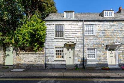 2 Bedrooms End Of Terrace House for sale in Padstow, Cornwall, .