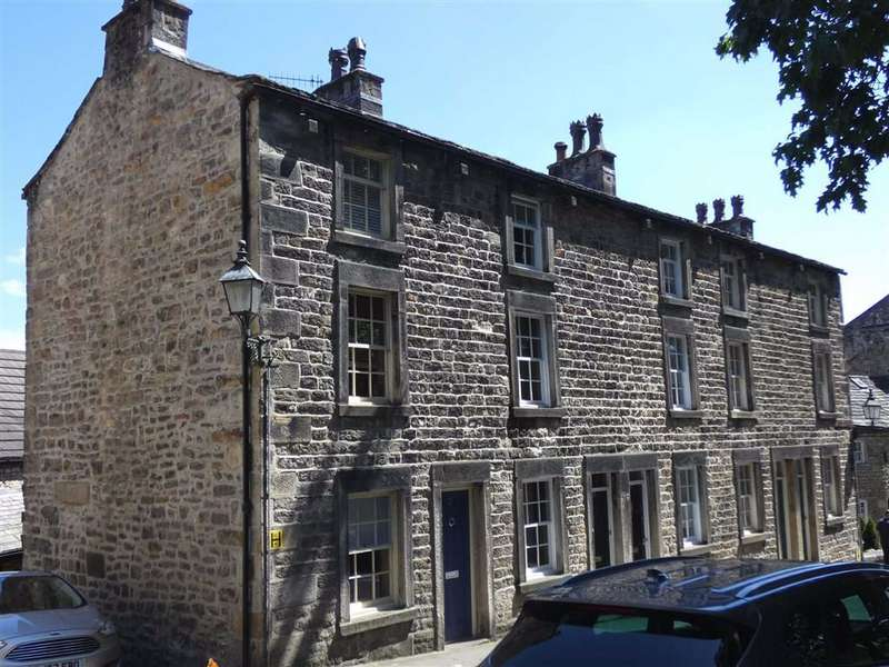 2 Bedrooms Terraced House for sale in St Mary's Parade, Lancaster, LA1