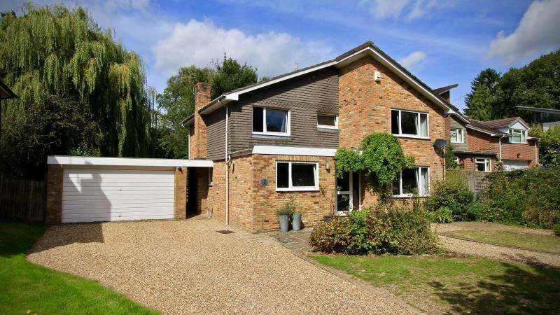 4 Bedrooms Detached House for sale in Chalk Lane, Hyde Heath