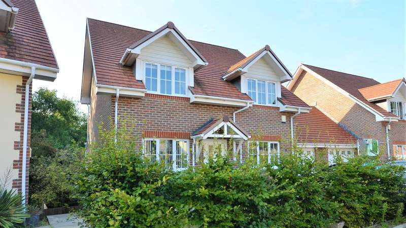 4 Bedrooms Detached House for sale in Hill Cottage Gardens, West End, Southampton, SO18