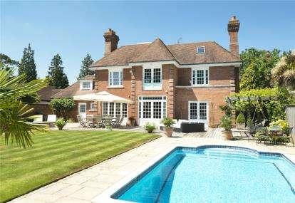 5 Bedrooms Detached House for sale in Sunnydale, Farnborough Park, Kent