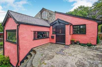 3 Bedrooms Detached House for sale in Waunfawr, Caernarfon, Gwynedd, LL55