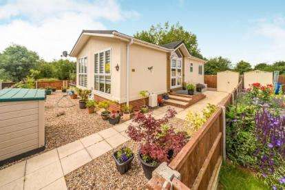 2 Bedrooms Mobile Home for sale in Folly Park, High Street, Clapham, Bedford
