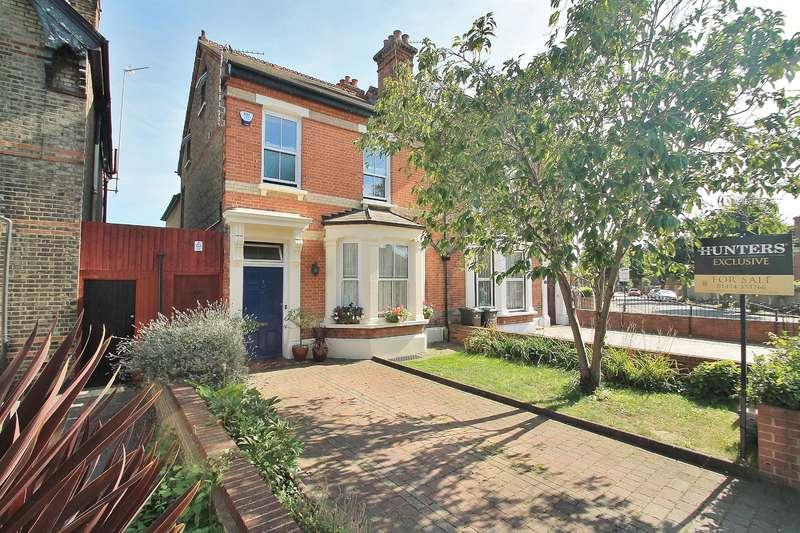 5 Bedrooms Semi Detached House for sale in Pelham Road, Gravesend, DA11 0HW