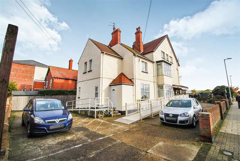 12 Bedrooms Commercial Property for sale in North Parade, Skegness, PE25