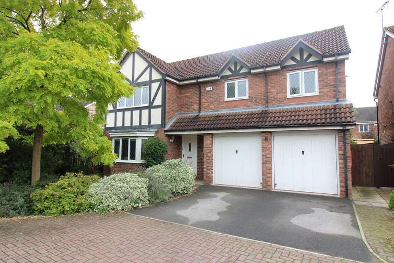 4 Bedrooms Detached House for sale in Carr Beck Drive, Whitwood, Castleford, West Yorkshire, WF10