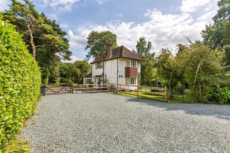 4 Bedrooms Detached House for sale in Single Street, Berrys Green, Westerham