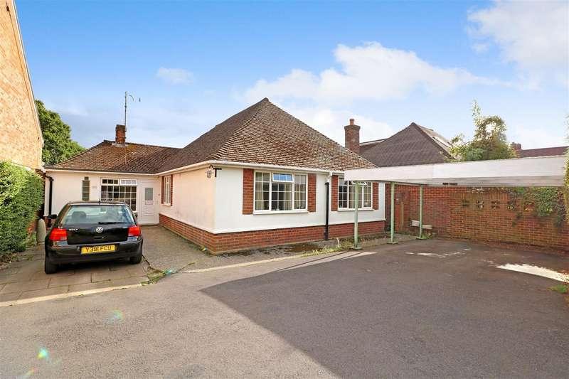 5 Bedrooms Detached Bungalow for sale in Halls Road, Tilehurst, Reading