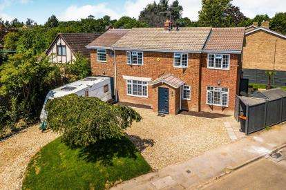 5 Bedrooms Detached House for sale in Green Close, Stanbridge, Leighton Buzzard, Bedfordshire
