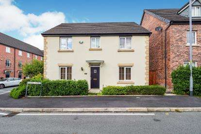 4 Bedrooms Detached House for sale in Kestrel Close, Hyde, Greater Manchester, .
