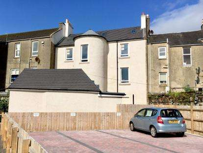2 Bedrooms Maisonette Flat for sale in Stanlane Place, Largs