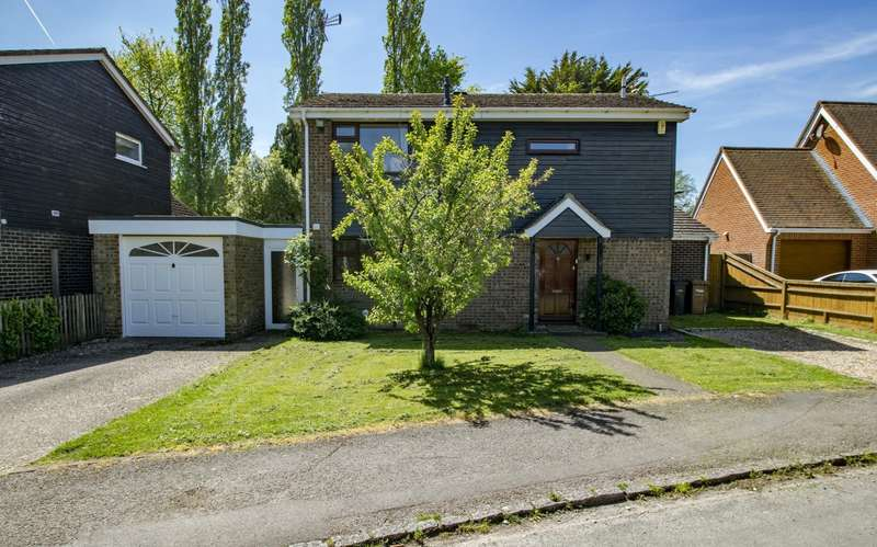 4 Bedrooms Detached House for sale in Wayside Green, Woodcote, Reading, RG8
