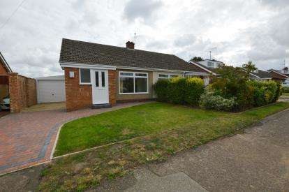 2 Bedrooms Bungalow for sale in Massey Close, Hardingstone, Northampton, Northamptonshire