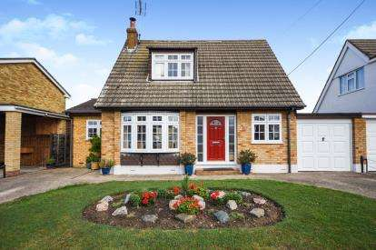 4 Bedrooms Bungalow for sale in Canvey Island, Essex, United Kingdom