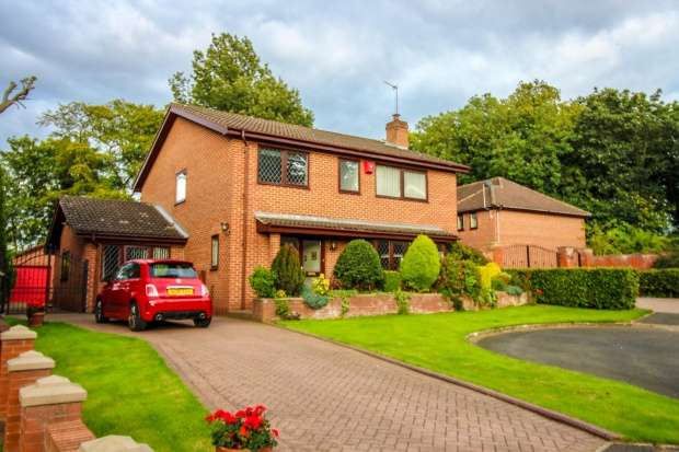 4 Bedrooms Detached House for sale in Normanby Hall Park, Middlesbrough, Durham, TS6 0SX