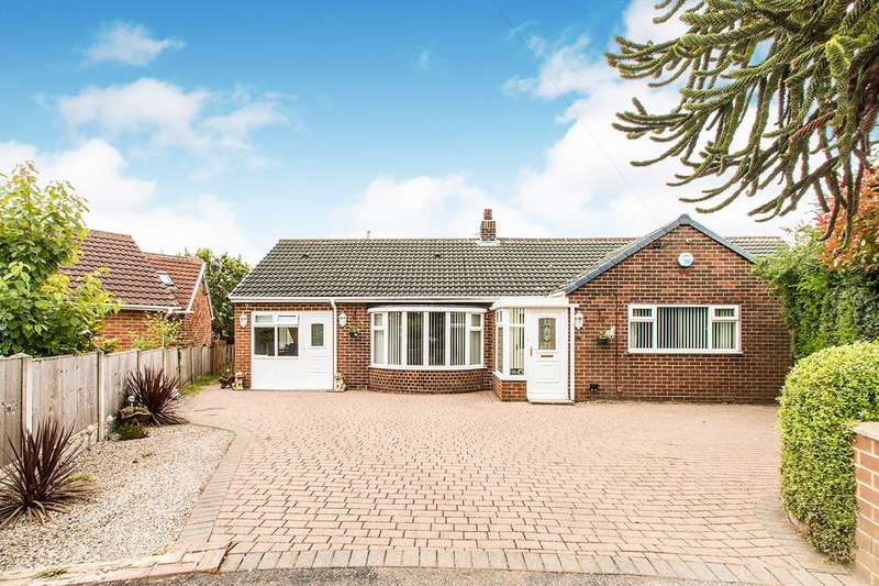 4 Bedrooms Detached Bungalow for sale in Highdale, Dewsbury, West Yorkshire, WF12