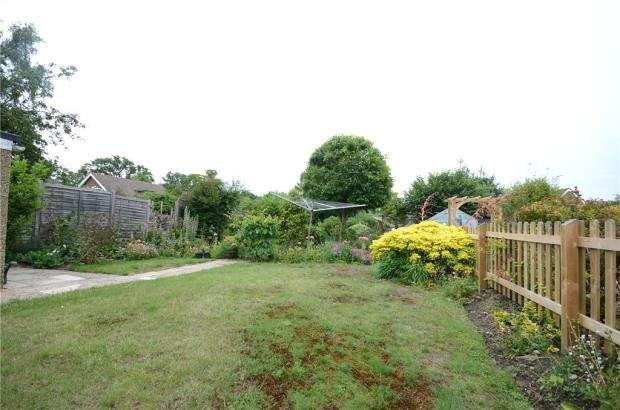 2 Bedrooms Semi Detached Bungalow for sale in Danywern Drive, Winnersh, Wokingham