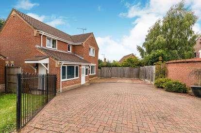 4 Bedrooms Detached House for sale in Fakenham, Norfolk, England