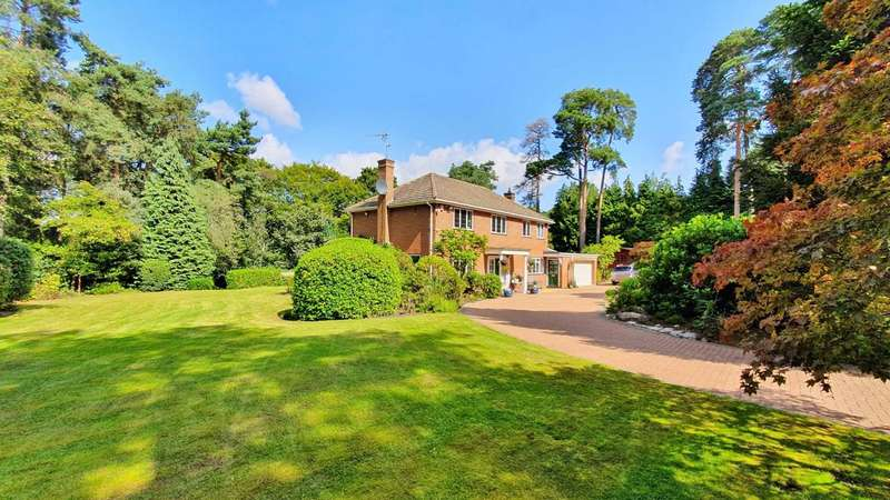 4 Bedrooms Detached House for sale in Temple's Close, Moor Park, Farnham