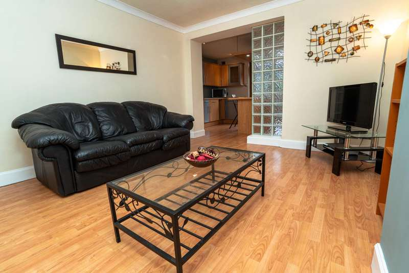 4 Bedrooms Ground Flat for sale in Craigievar Crescent, Aberdeen, AB10 7DQ