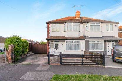 3 Bedrooms Semi Detached House for sale in Florence Avenue, Luton, Bedfordshire