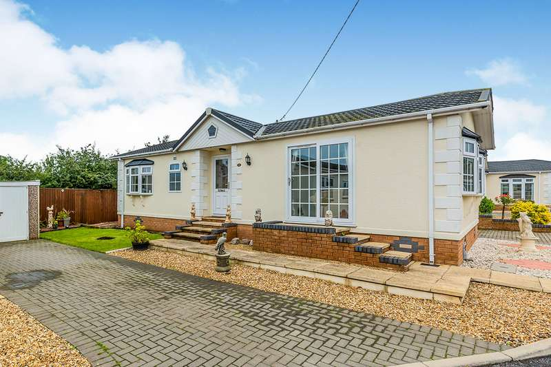 2 Bedrooms Park Home Mobile Home for sale in Kinderton Park, Cledford Lane, Middlewich, Cheshire, CW10