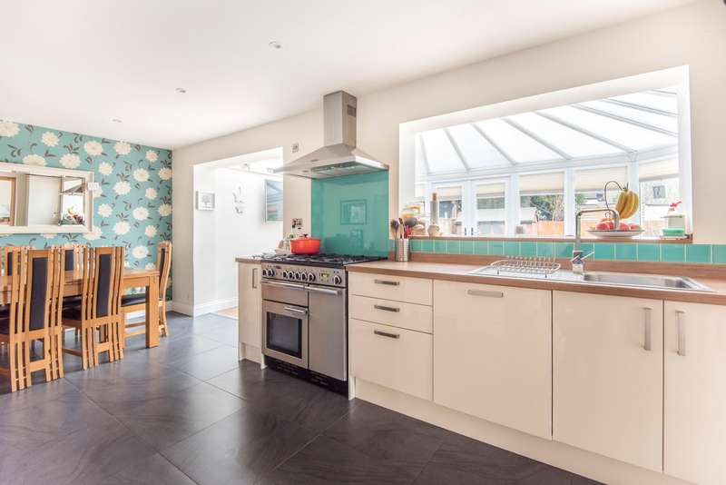 4 Bedrooms Semi Detached House for sale in Deans Close, Stoke Poges, SL2
