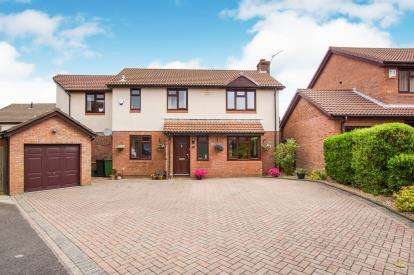 5 Bedrooms Detached House for sale in Charbon Gate, Stoke Gifford, Bristol, Gloucestershire
