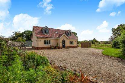 4 Bedrooms Detached House for sale in Rockland All Saints, Attleborough, Norfolk
