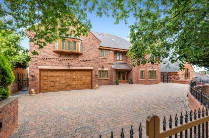 5 Bedrooms Detached House for sale in Sandy Lane, Shoal Hill, Cannock, Staffordshire