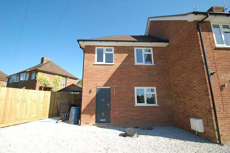 3 Bedrooms End Of Terrace House for sale in Waborne Road, Bourne End, SL8