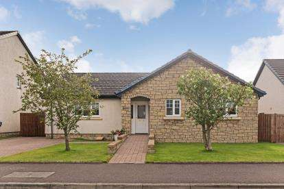 3 Bedrooms Bungalow for sale in Marshall Gardens, Kilmaurs