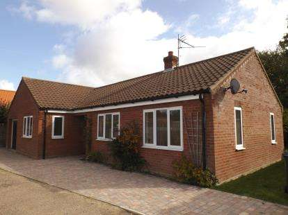 3 Bedrooms Bungalow for sale in North Walsham, Norfolk, United Kingdom
