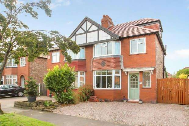 4 Bedrooms Semi Detached House for sale in Beeston Avenue, Timperley